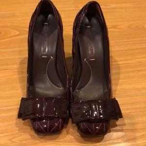 BCBGMAXAZRIA plum heels w/ bows